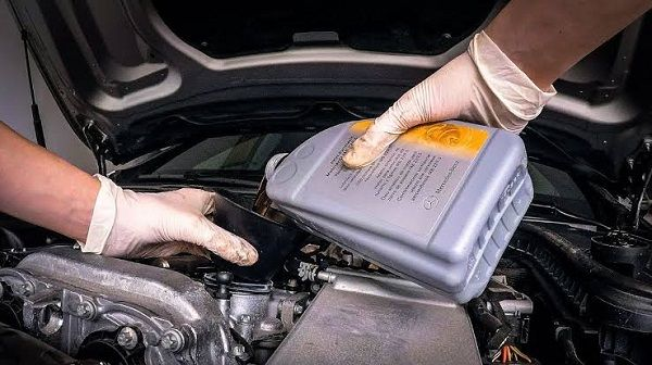 image-of-Mercedes-Benz-engine-oil