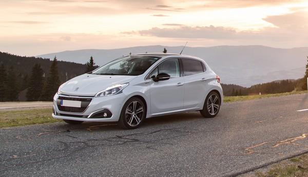 2019-Peugeot-208