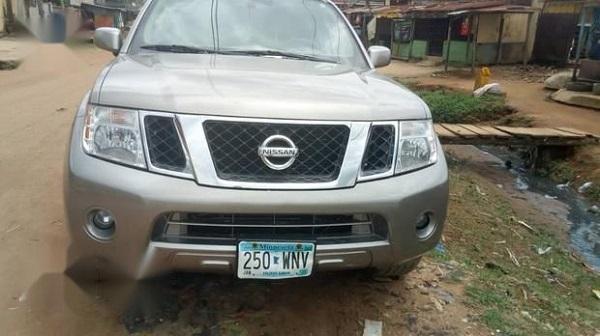 2009-Nissan-Pathfinder-SUV