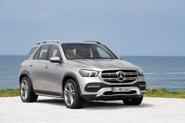 angular-front-of-the-mercedes-Benz-GLE-4matic