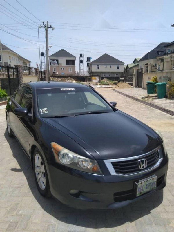 angular-front-of-the-Honda-accord-2010-for-sale