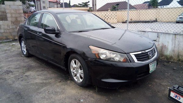 angular-front-of-a-black-Honda-Accord-2010