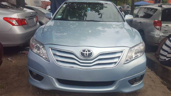 front-of-a-Toyota-Camry-2008