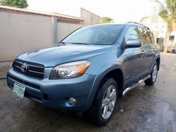angular-front-of-a-RAV4-2007-for-sale