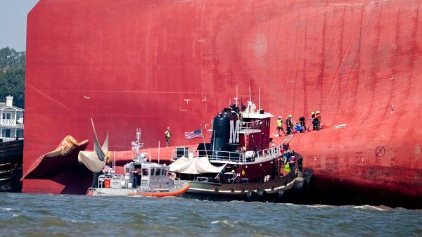 Cargo-ship-rescue-team-coming-to-save-crew-members