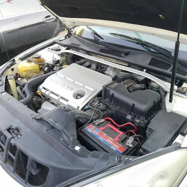 Lexus-ES330-engine