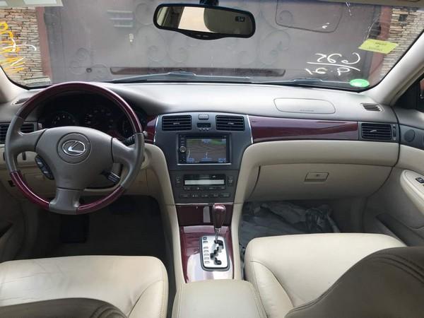 Lexus-ES330-cabin-view