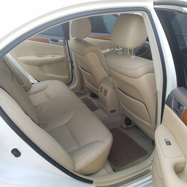 Lexus-ES330-interior-back-seat