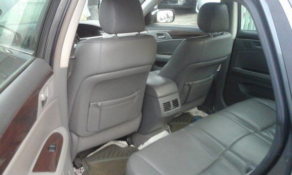 rear-seat-of-the-Toyota-Avalon-2008
