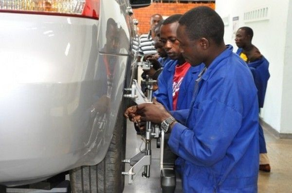nigerian-mechanics-working