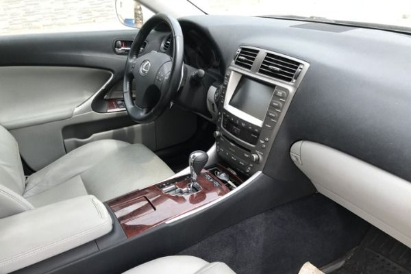 View-of-the-Lexus-IS-250-Dashboard