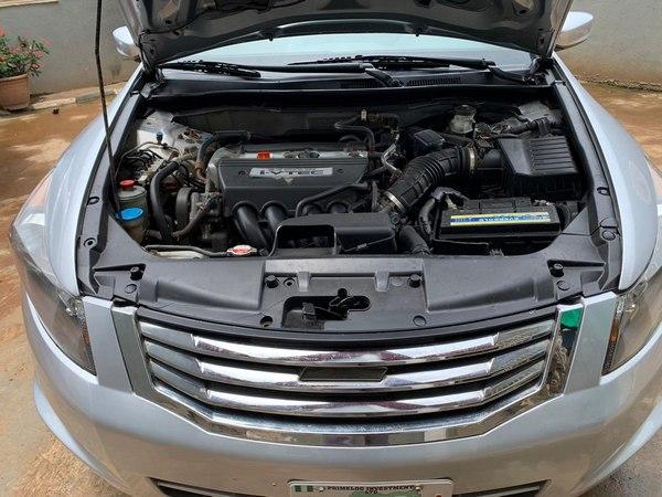 the-Honda-accord-2008-engine-bay