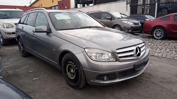 angular-front-of-the-Mercedes-Benz-C180-2010