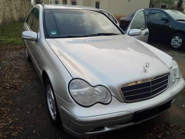 angular-front-of-the-Mercedes-Benz-C200
