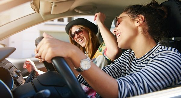 occupants-playing-fast-music-while-driving