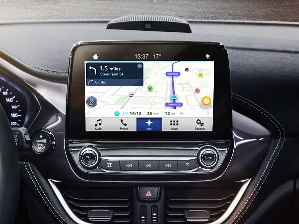 StreetView-navigation-shown-on-Car-display