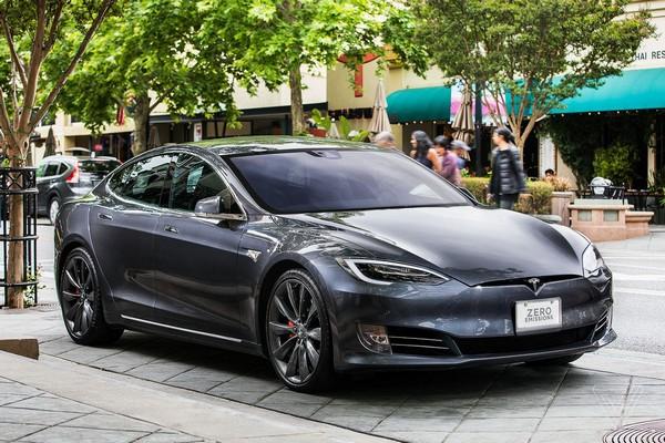 Tesla-Model-S-angular-front