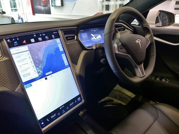 Tesla-Model-S-cabin