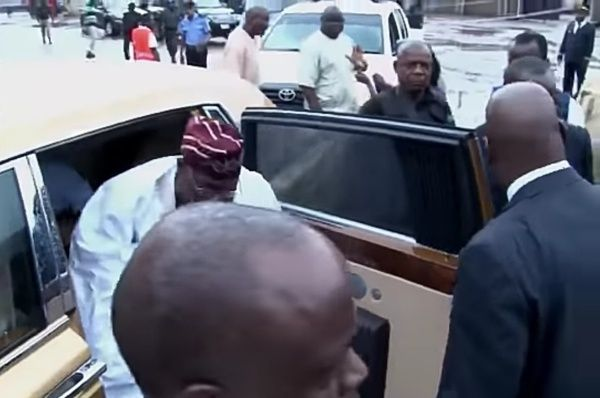 image-of-obasanjo-arriving-in-a-rolls-royce-gold