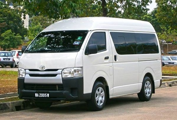 Fifth-generation-2004-Toyota-Hiace-Hummer-bus