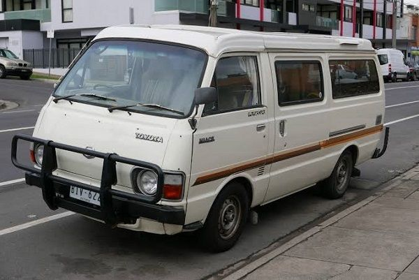 Third-generation-1982-Toyota-Hiace-commuter-bus
