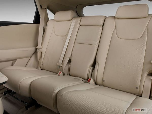 backseat-of-the-Lexus-GS-350
