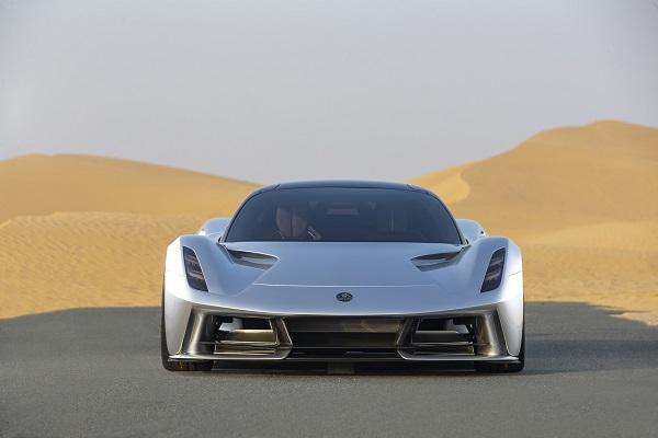 image-of-lotus-evija-in-the-dubai-desert