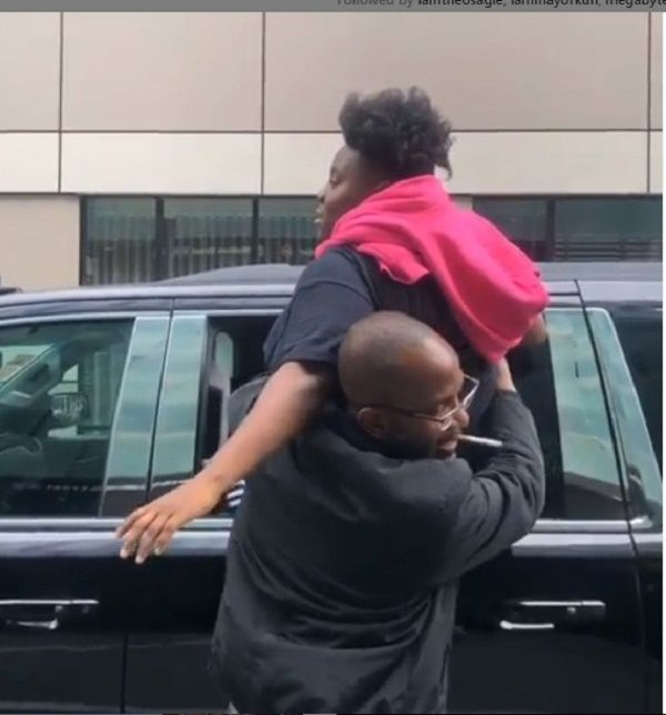 Teni-pulled-out-by-bodyguard