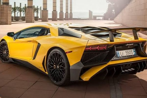 angular-rear-of-the-Lamborghini-Aventador
