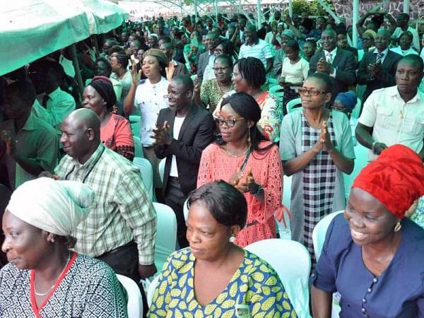 Oyo-state-workers-cheer-governor-Seyi-Makinde-at-state-secretariat-Ibadan