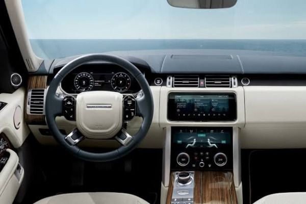 view-from-the-cabin-of-the-range-rover-autobiography