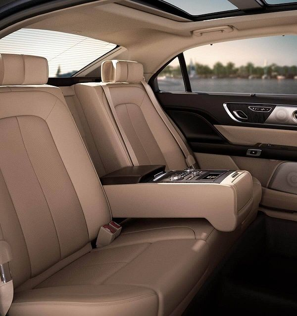 rear-seat-Lincoln-Continental-Reserve