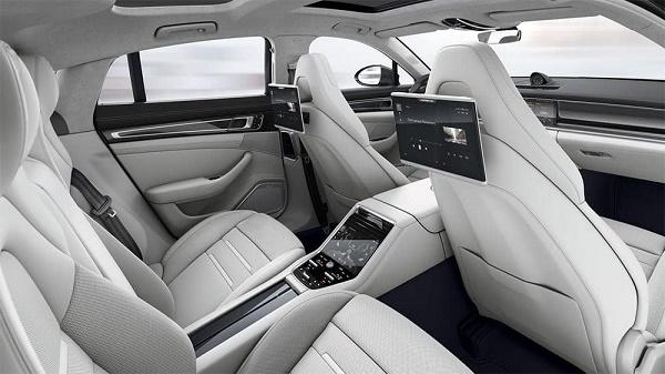rear-seat-Porsche-Panamera-Turbo-Executive