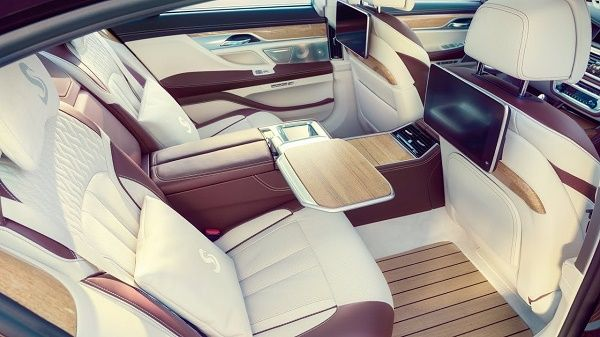 rear-seat-BMW-M760i-xDrive