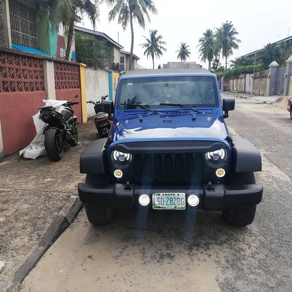 front-of-a-blue-Jeep-Wrangler