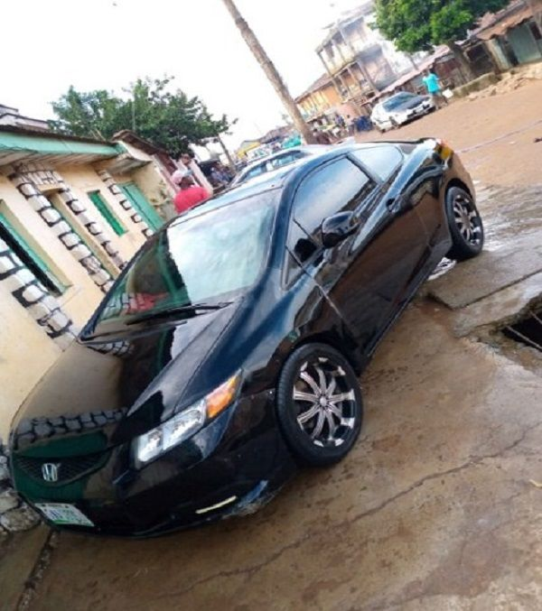 Twitter-user-iamtundekelani-2012-Honda-Civic-Coupe