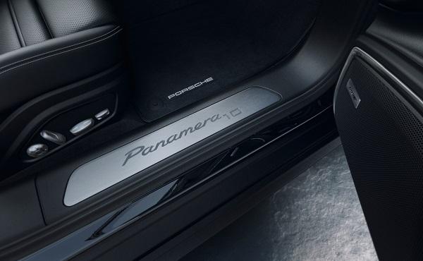 image-of-porsche-panamera-10-years-door-logo
