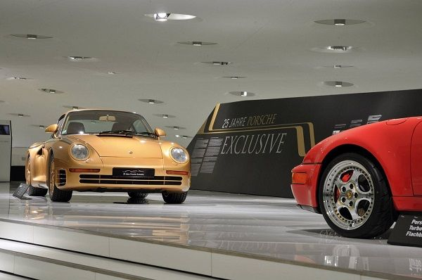 image-of-porsche-exclusive-959-front-view-of-gold-colour-and-red-colour-rear-view