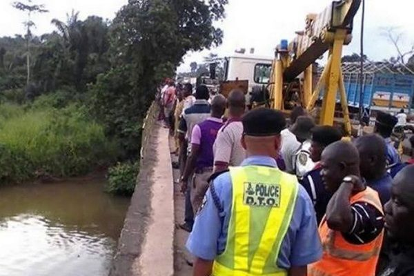 Ogun-FRSC-recovers-corpse-from-Ososa-river