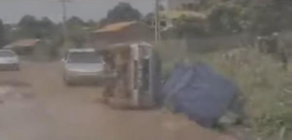 overloaded-car-fell-by-roadside