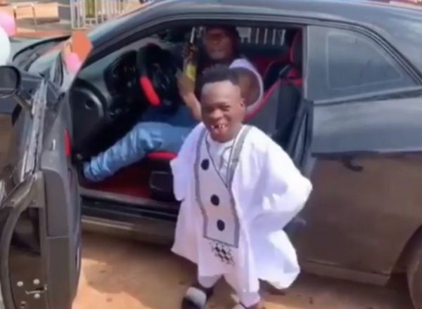 Shatta-Bandle-and-his-chauffeur