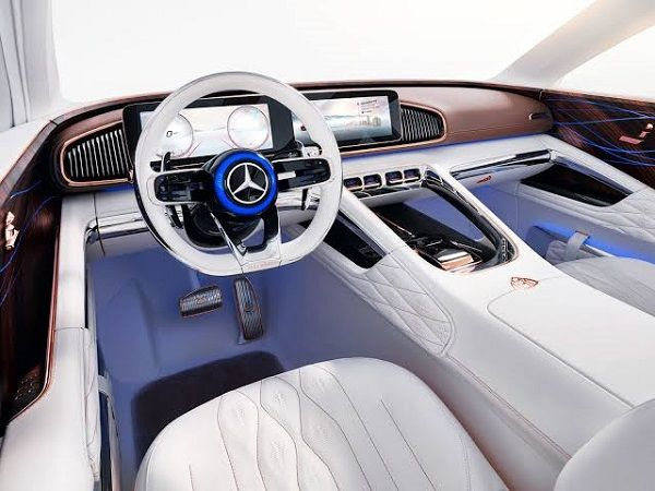 Cockpit-of-Mercedes-Maybach-SUV