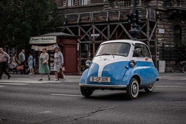 image-of-bmw-isetta-film-of-jakobi