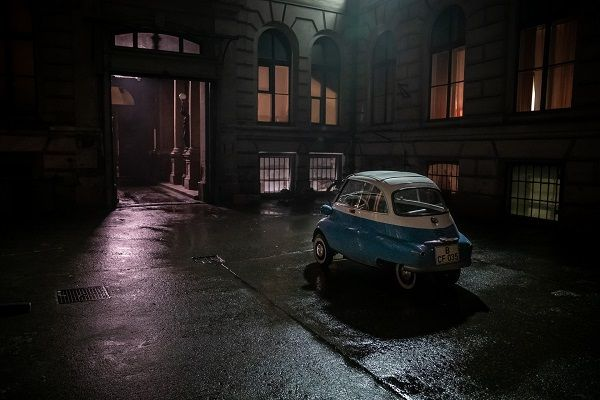image-of-bmw-isetta-film-arrival-at-west-berlin