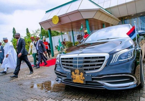 image-of-buhari-mercedes-maybach-s560