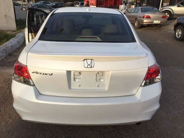 image-of-white-accord-tokunbo-car-in-Nigeria