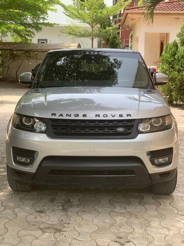 front-of-a-silver-Range-Rover-Autobiography