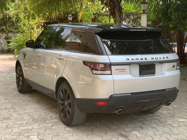 angular-rear-of-the-Range-rover-Autobiography