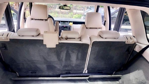 Rear-seat-of-the-Range-Rover-Autobiography