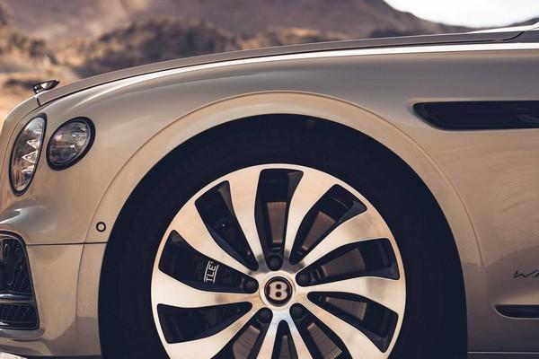 2020-bentley-blackline-specification-wheel